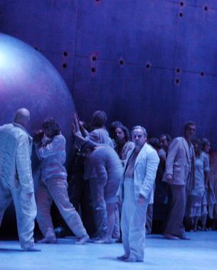 Opéra de Vincenzo Bellini mis en scène par Peter Mussbach. Création au Théâtre du Chatelet
